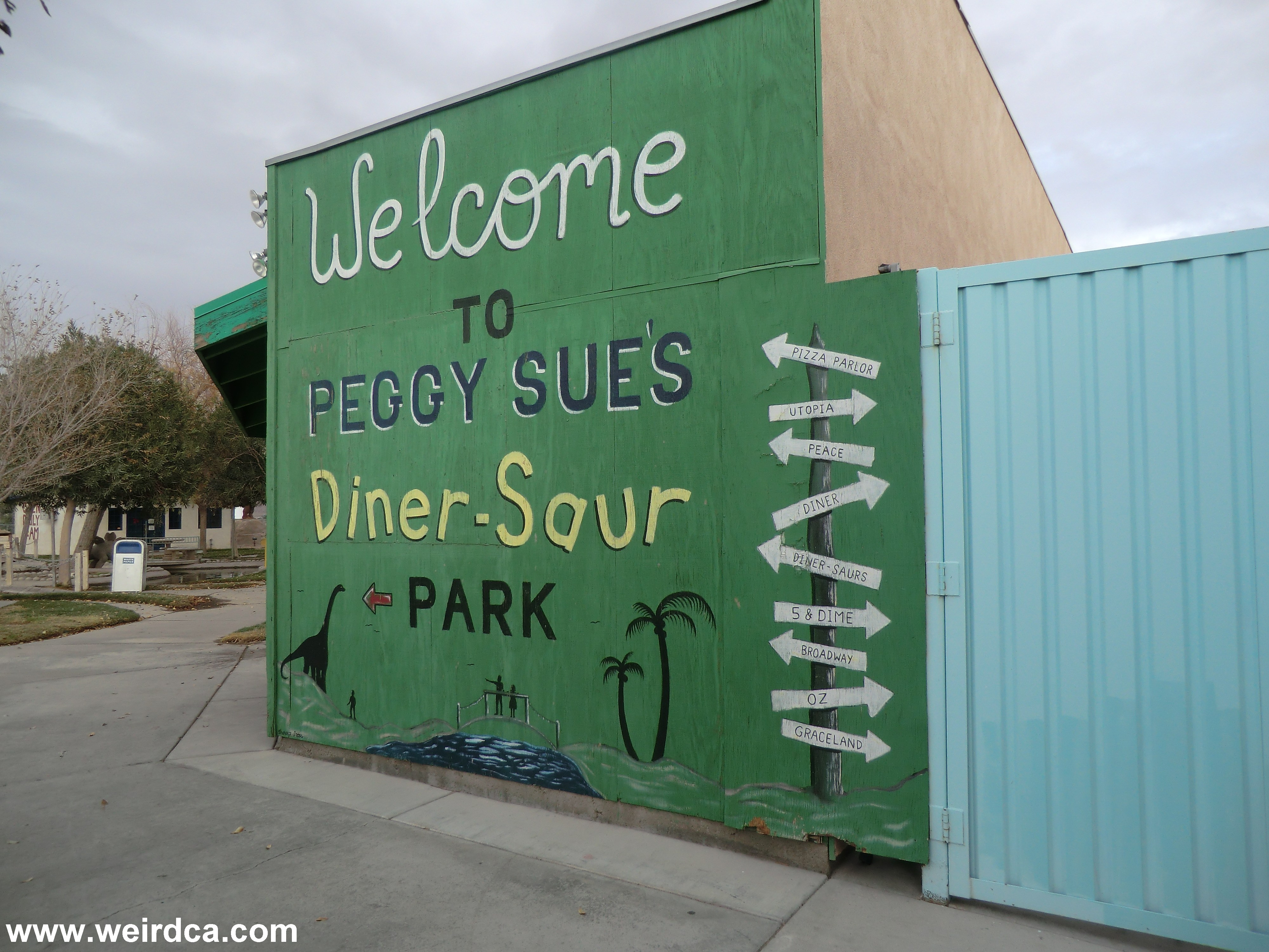 Peggy Sue's 50's Diner - Weird California