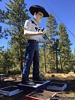Hat Creek Muffler Man - photo courtesy of Ruben Varela