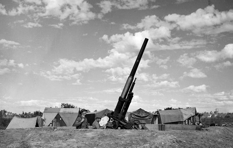 Anti-Aircraft Gun in Los Angeles area, photo from Los Angeles Times Archive and by Paul Calvert