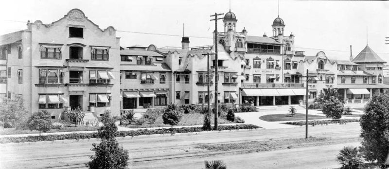 Hollywood Hotel 1905 - Photo from <a href='http://www.lapl.org'>Los Angeles Public Library</a>