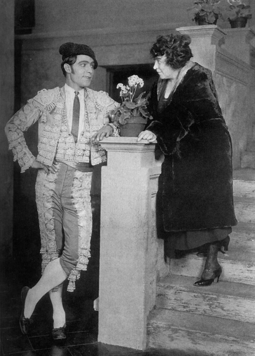 June Mathis and Rudolph Valentino - Photo from <a href='http://en.wikipedia.org/wiki/File:June_Mathis_and_Rudolph_Valentino.jpg'>Wikipedia</a>